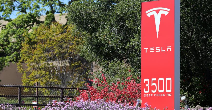 Tesla Shares Suffer After Elon Musk Blunt Expreience